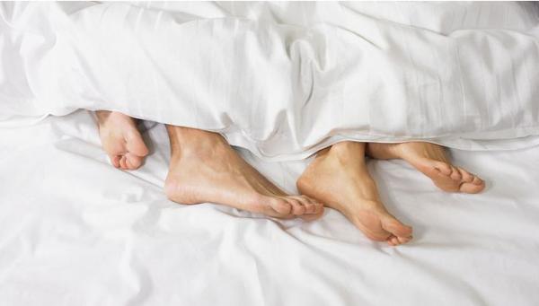 哪两种情况下未婚同居会被追究刑事责任?
